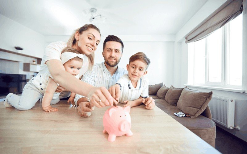How to Save Money Each Month – 10 Easy Ways